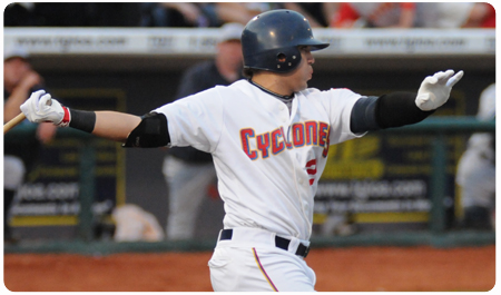 CYCLONES SPLIT WITH YANKEES